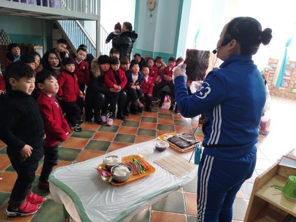 感受亲子同乐过新年的美好氛围,12月29日,唐庄镇镇直同心幼儿园举行了