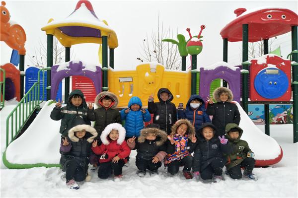 """感受冬天的美好,弋湾社区中心幼儿园的老师们以""""雪""""为契机开展了形式"""