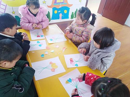 幼儿园以班级为单位开展了精彩纷呈的三八节主题教育活动