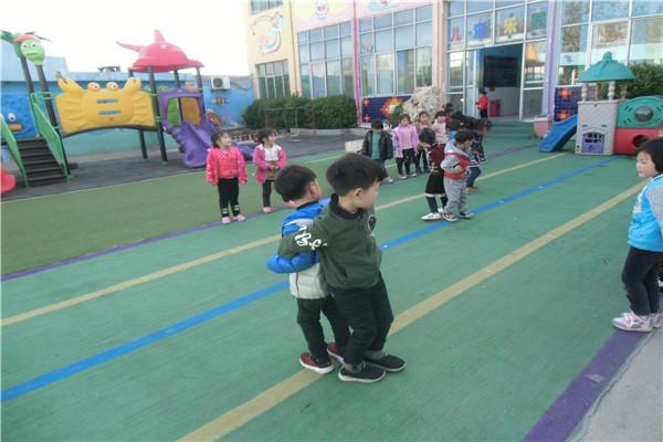 [唐庄]精英幼儿园开展户外游戏展示活动