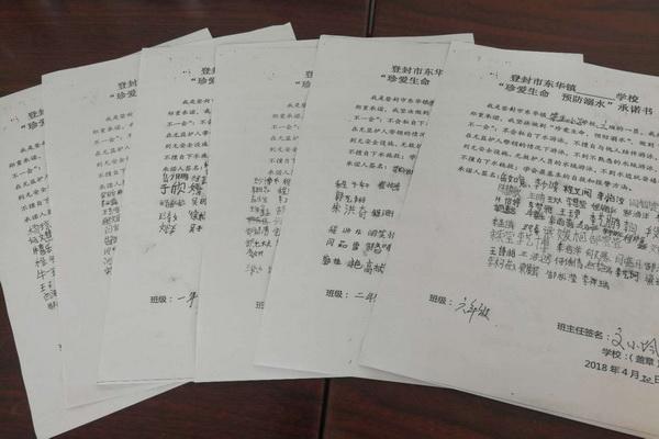 """首页 学校时讯 > 正文  在""""珍爱生命  预防溺水""""承诺书上签字 随着"""