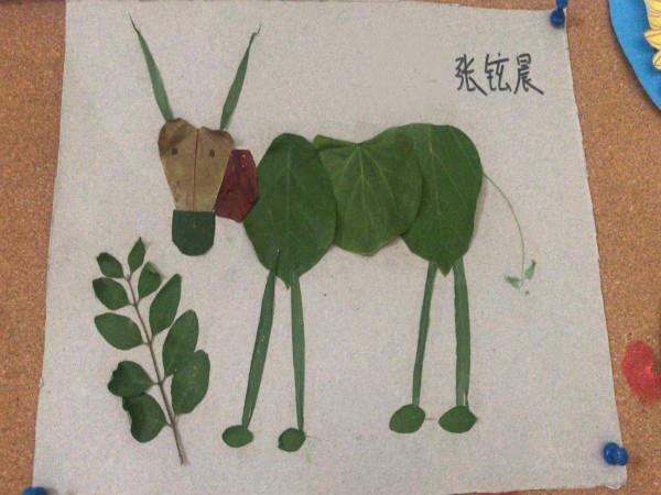 树叶拼图——小牛吃草图片