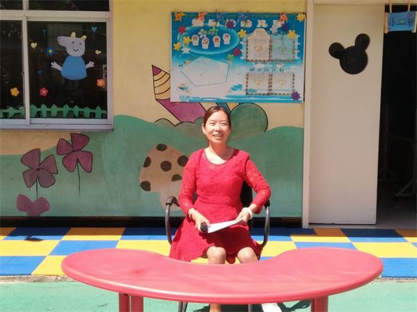 園長鄭敏芝利用新學期家長會向家長宣傳學前教育資助政策