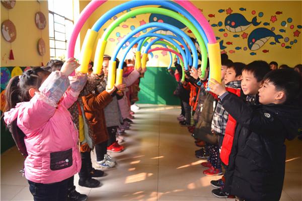 《3-6岁儿童发展指南》精神,优化幼儿园课程结构,进一步提高教师组织